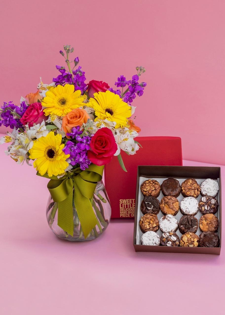 Imagen para Brownies 16 pz con Arreglo Floral - 1