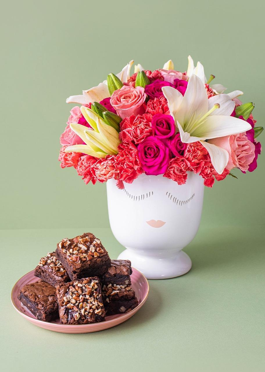 Imagen para Brownies 6 pz con Arreglo de Lilys - 1