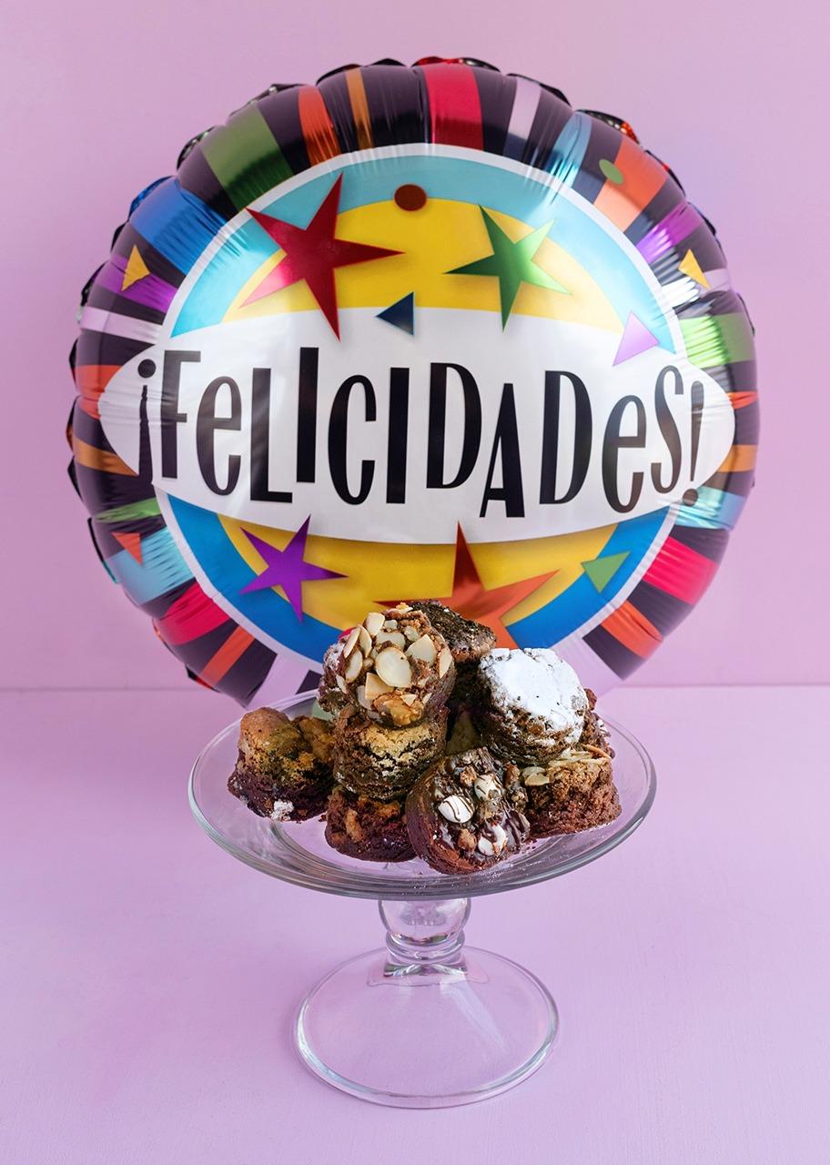 Imagen para Brownies 8 pz y Globo Felicidades - 1