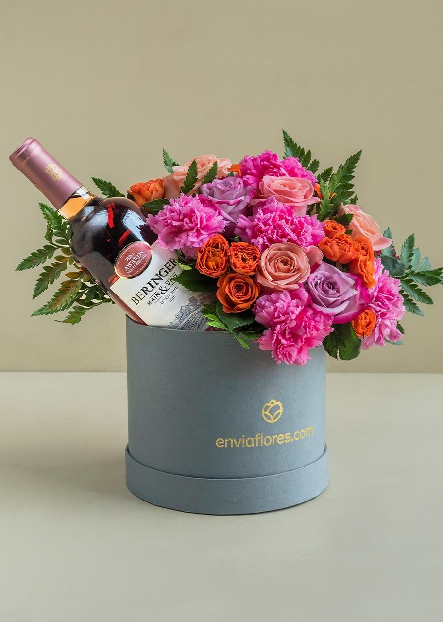 Imagen para Caja con rosas combinadas y vino rosado - 1