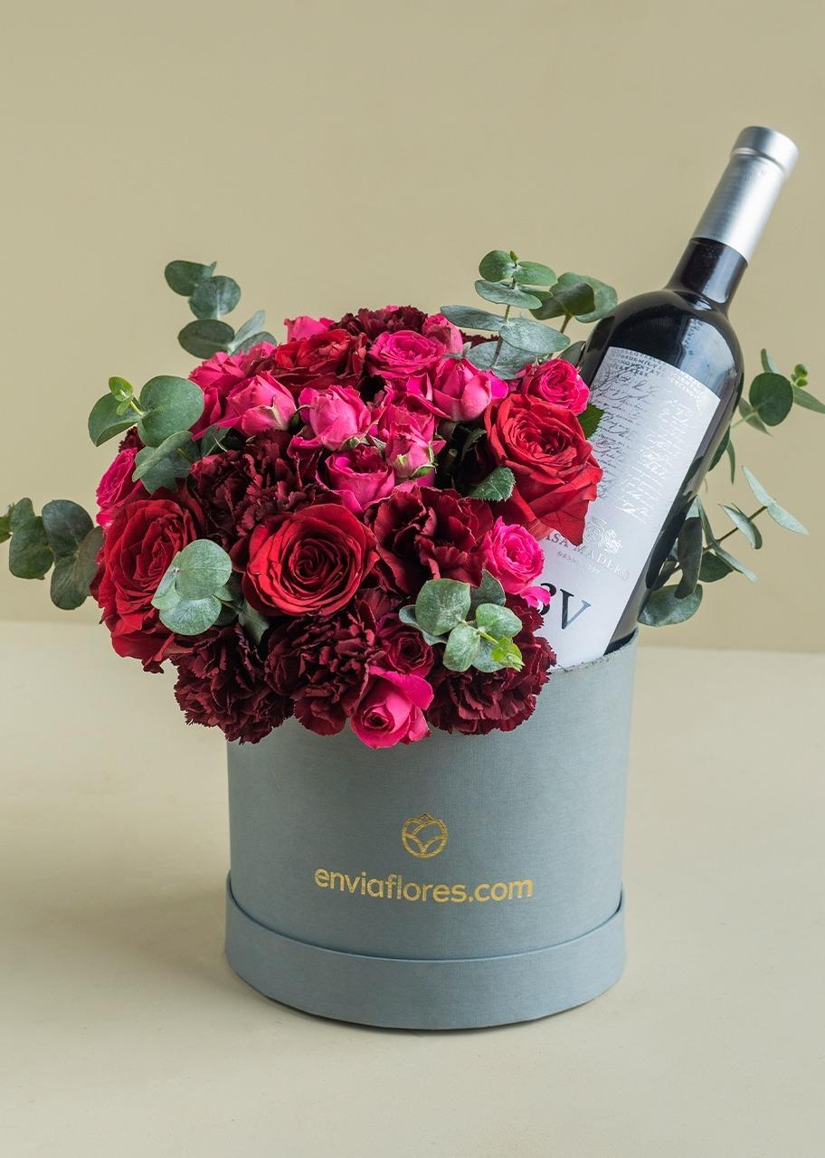 Imagen para Caja de rosas rojas y vino tinto - 1