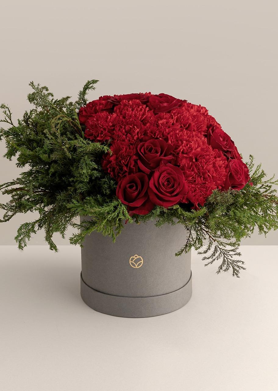 Imagen para Rosas rojas y Claveles en caja gris - 1