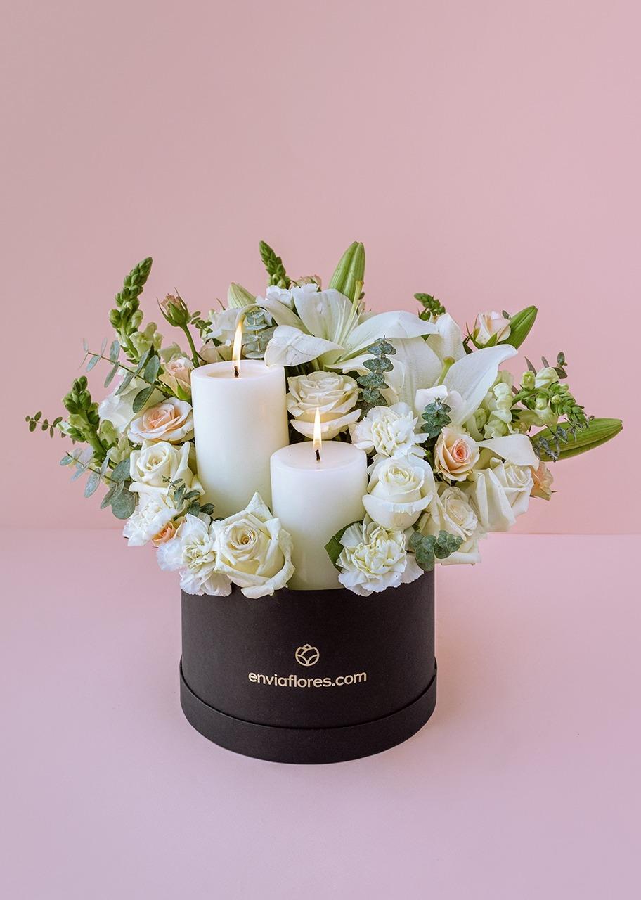 Imagen para Cirios y Rosas blancas en caja - 1
