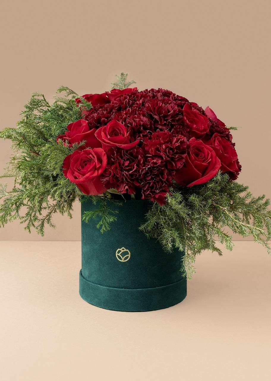 Imagen para Rosas Rojas y claveles en caja verde de terciopelo - 1
