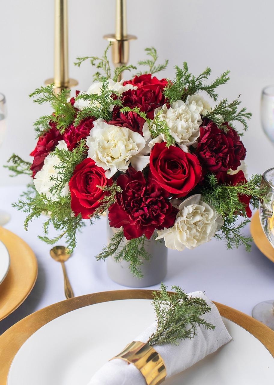 Imagen para Centro de Mesa con rosas rojas y claveles - 1