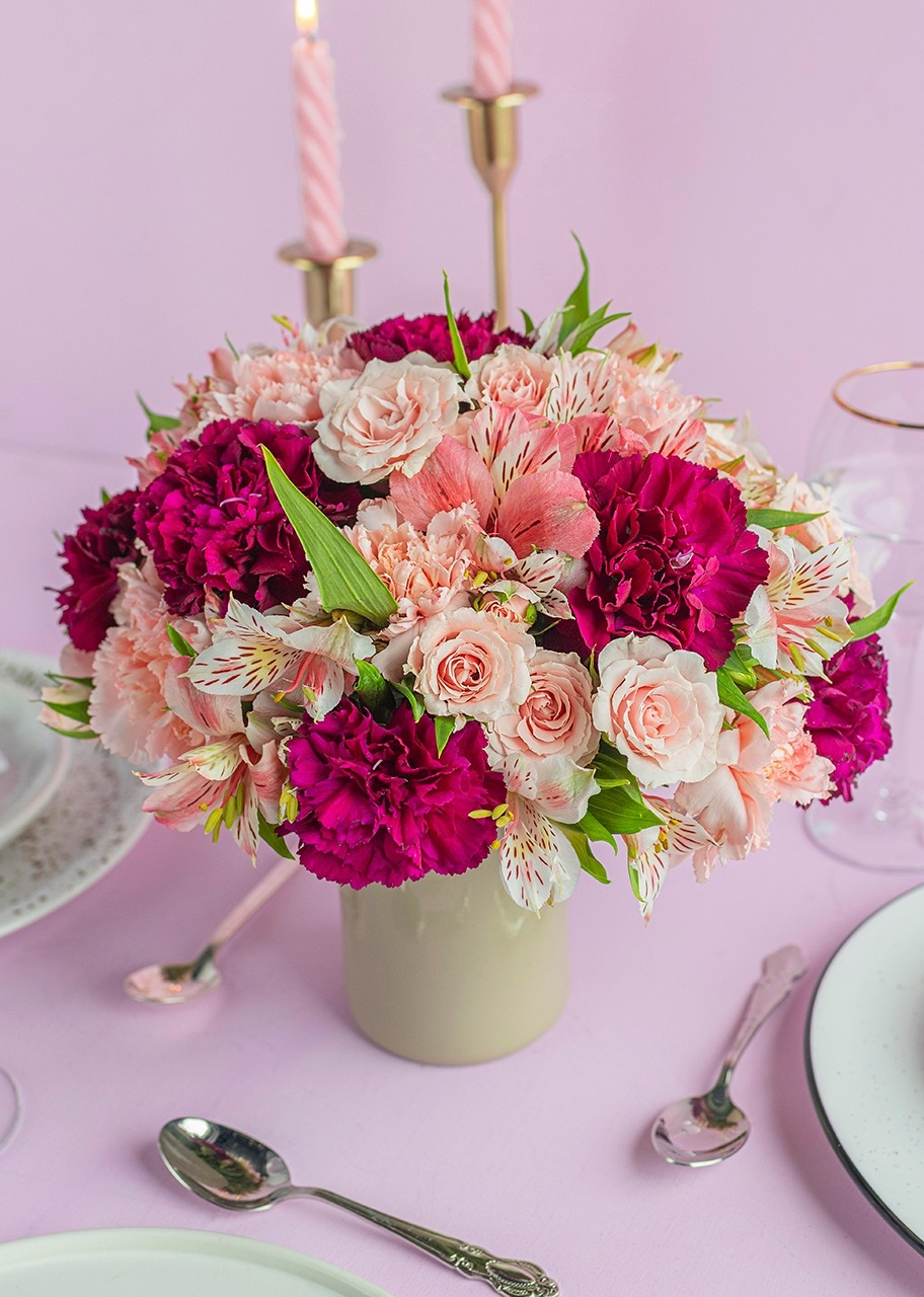 Imagen para Pink Carnations and Mini Roses Centerpiece - 1