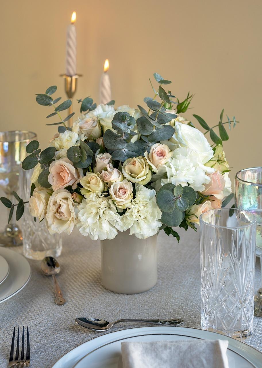 Imagen para White Roses Centerpiece - 1