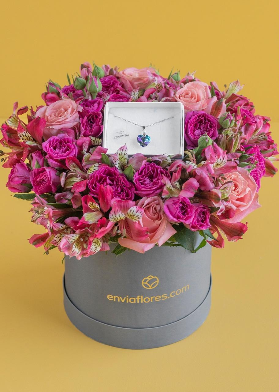 Imagen para Collar de corazón cristal con rosas en caja - 1