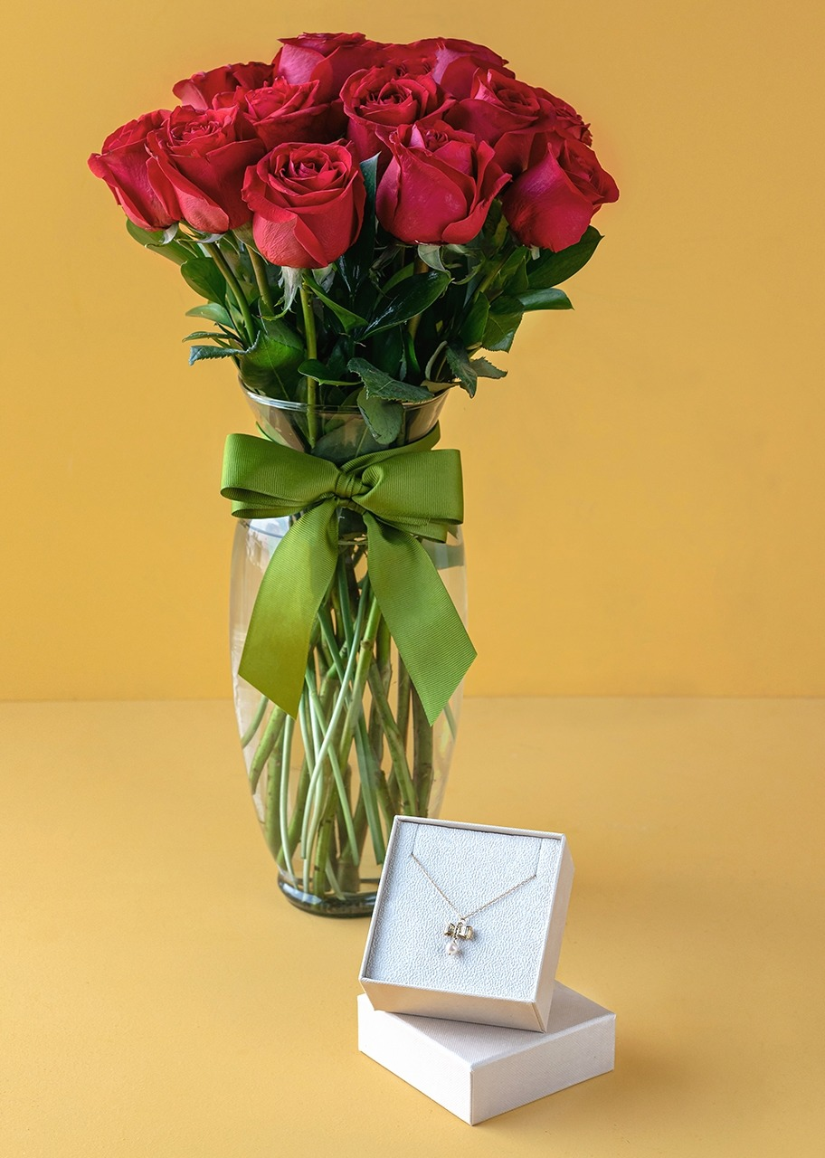 "Imagen para Necklace ""Carolina"" with 12 red roses in vase - 1"
