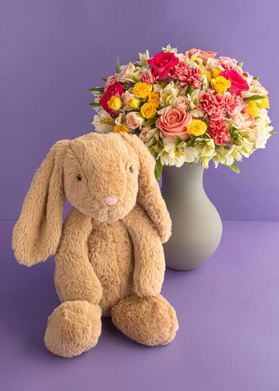 Imagen para Conejo de peluche con Primavera de Rosas - 1