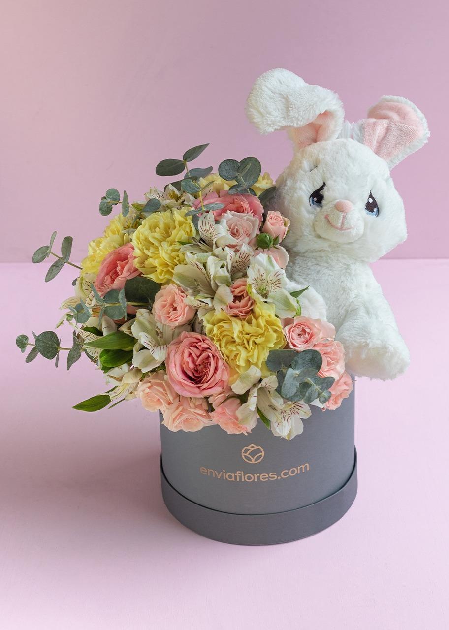 Imagen para Conejo de peluche con Rosas en caja - 1
