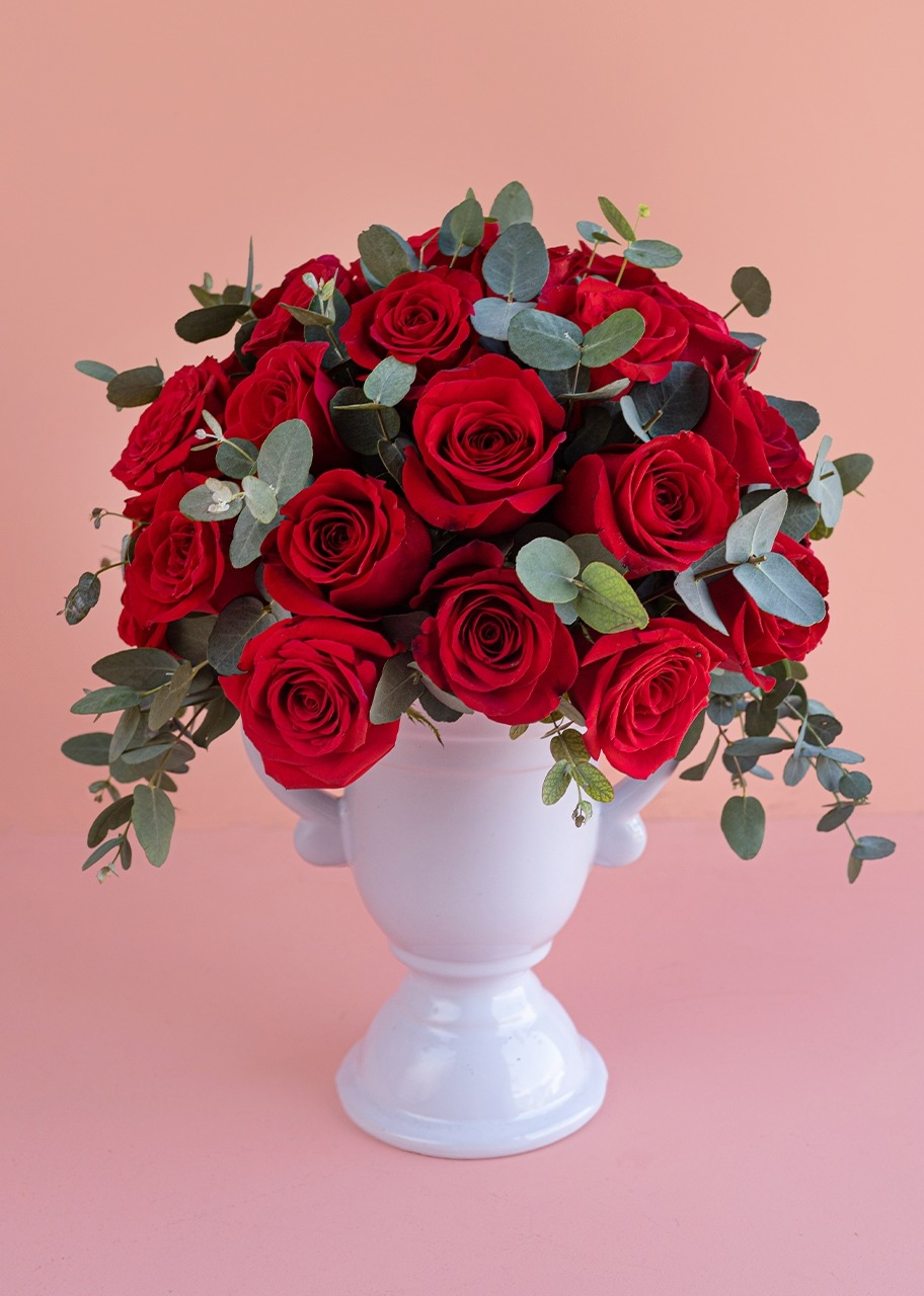 Imagen para 36 Red roses on a ceramic vase - 1