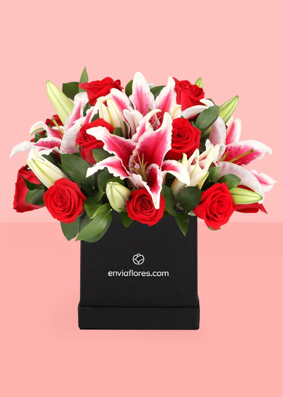 Imagen para Love with 12 Red Roses in a Box - 1