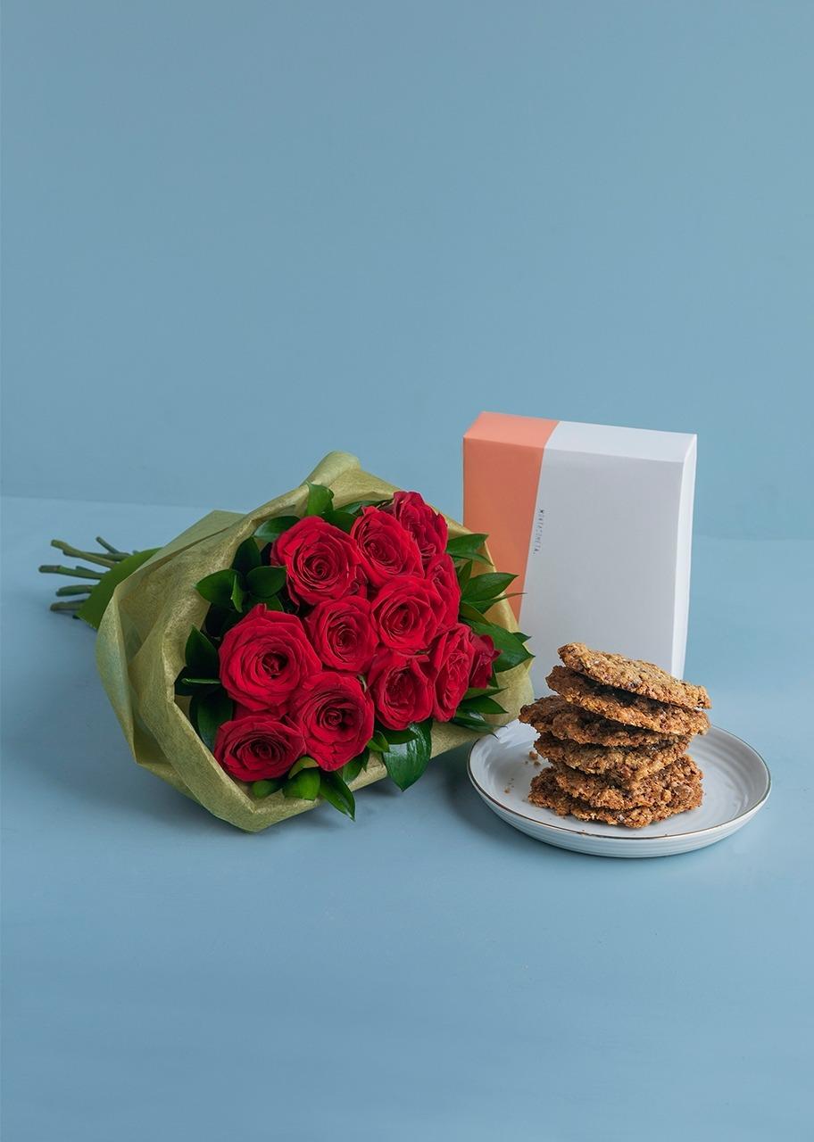 Imagen para Galleta Avena 6 pz con 12 rosas rojas ramo - 1
