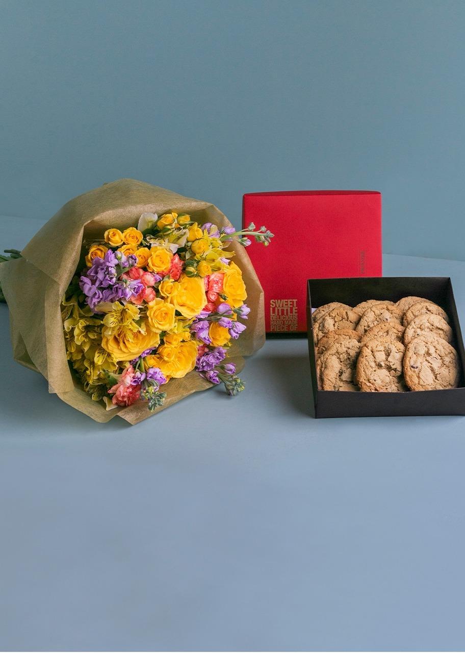 Imagen para Galletas Chocochip 12 pz con Arreglo Floral - 1