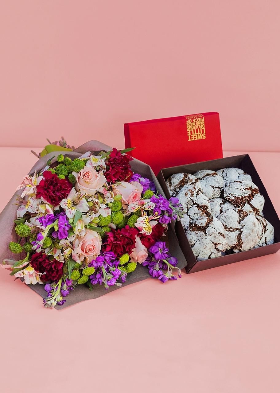 Imagen para Galletas Chocolate 12 pz con arreglo floral - 1