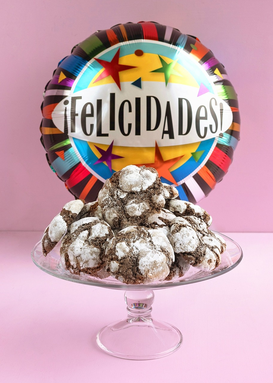 Imagen para Galletas Chocolate 12 pz y Globo Felicidades - 1