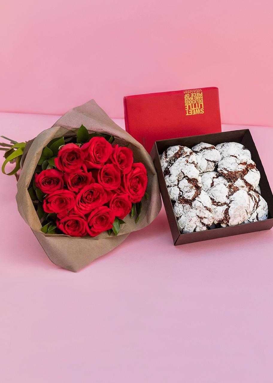 Imagen para Galletas chocolate 12 pz con ramo rosas rojas - 1