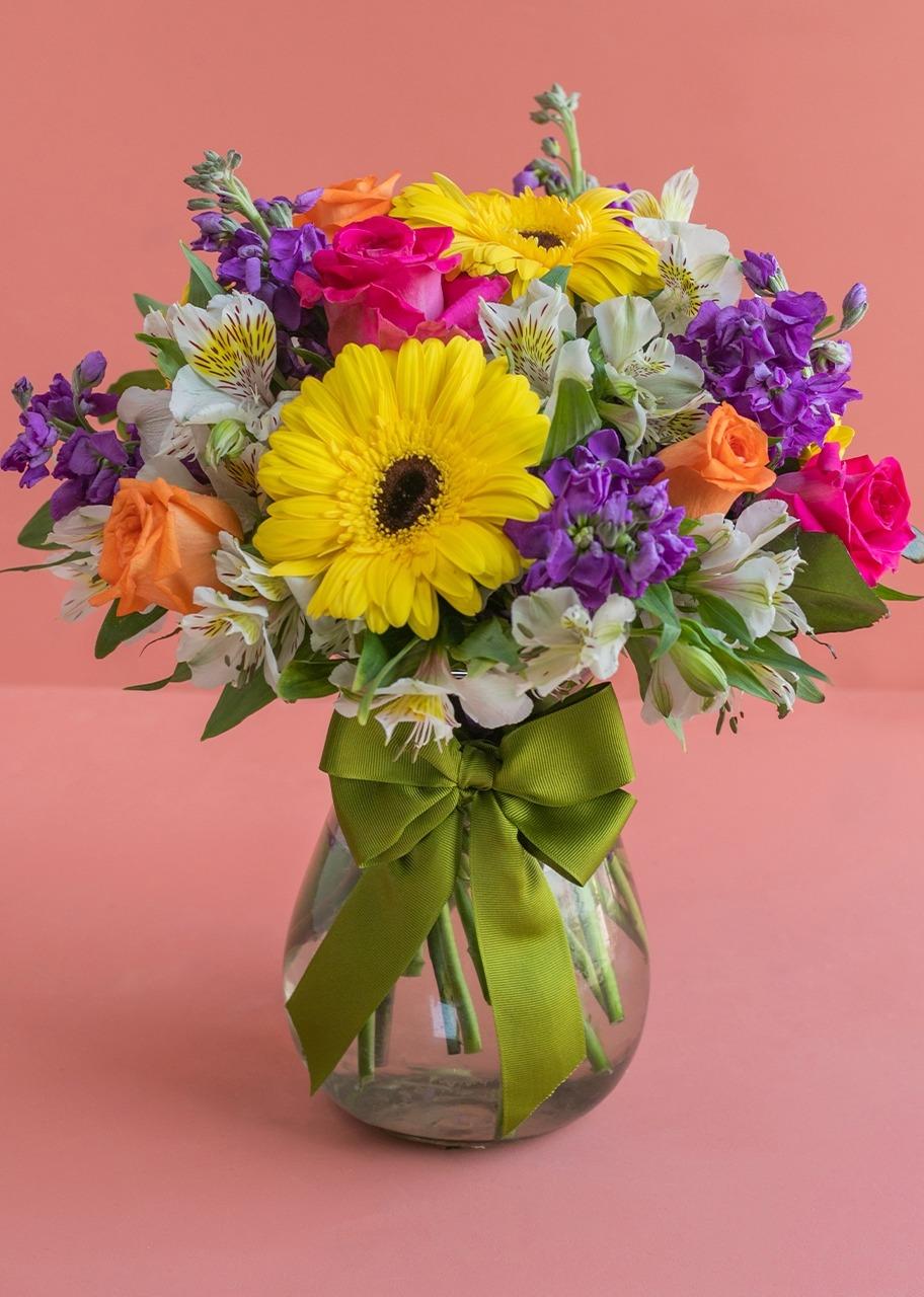 Imagen para Gerberas amarillas y rosas en jarrón - 1