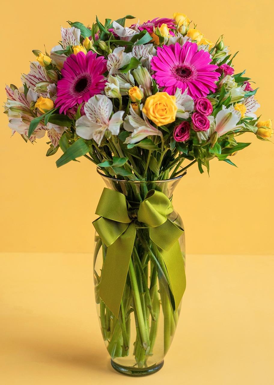 Imagen para Gerberas y Mini rosas en Jarrón - 1