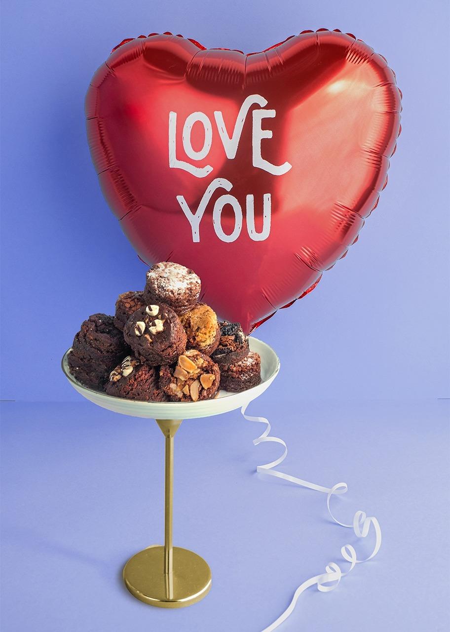 Imagen para Globo de amor  con brownies 8 piezas - 1