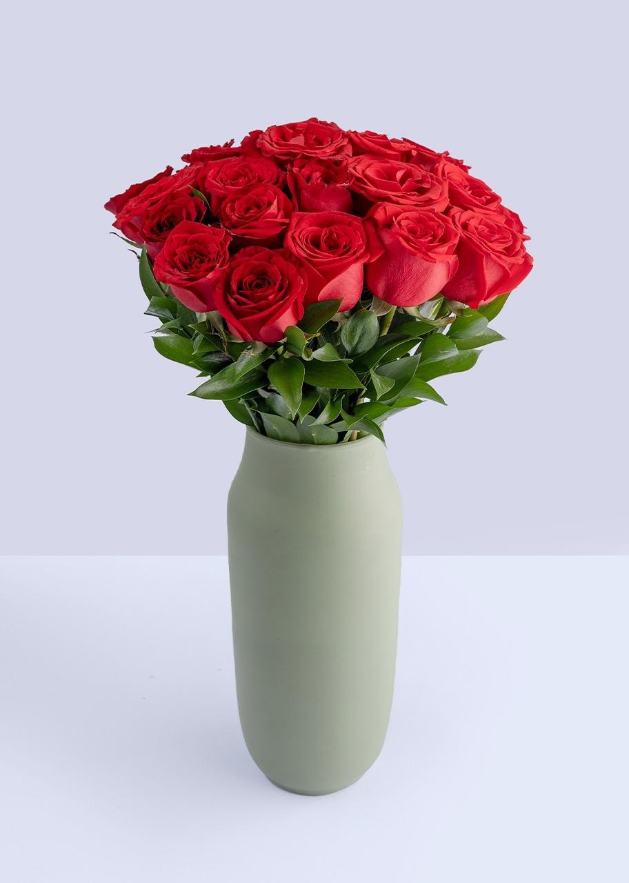 Imagen para 24 rosas rojas en jarron verde - 1