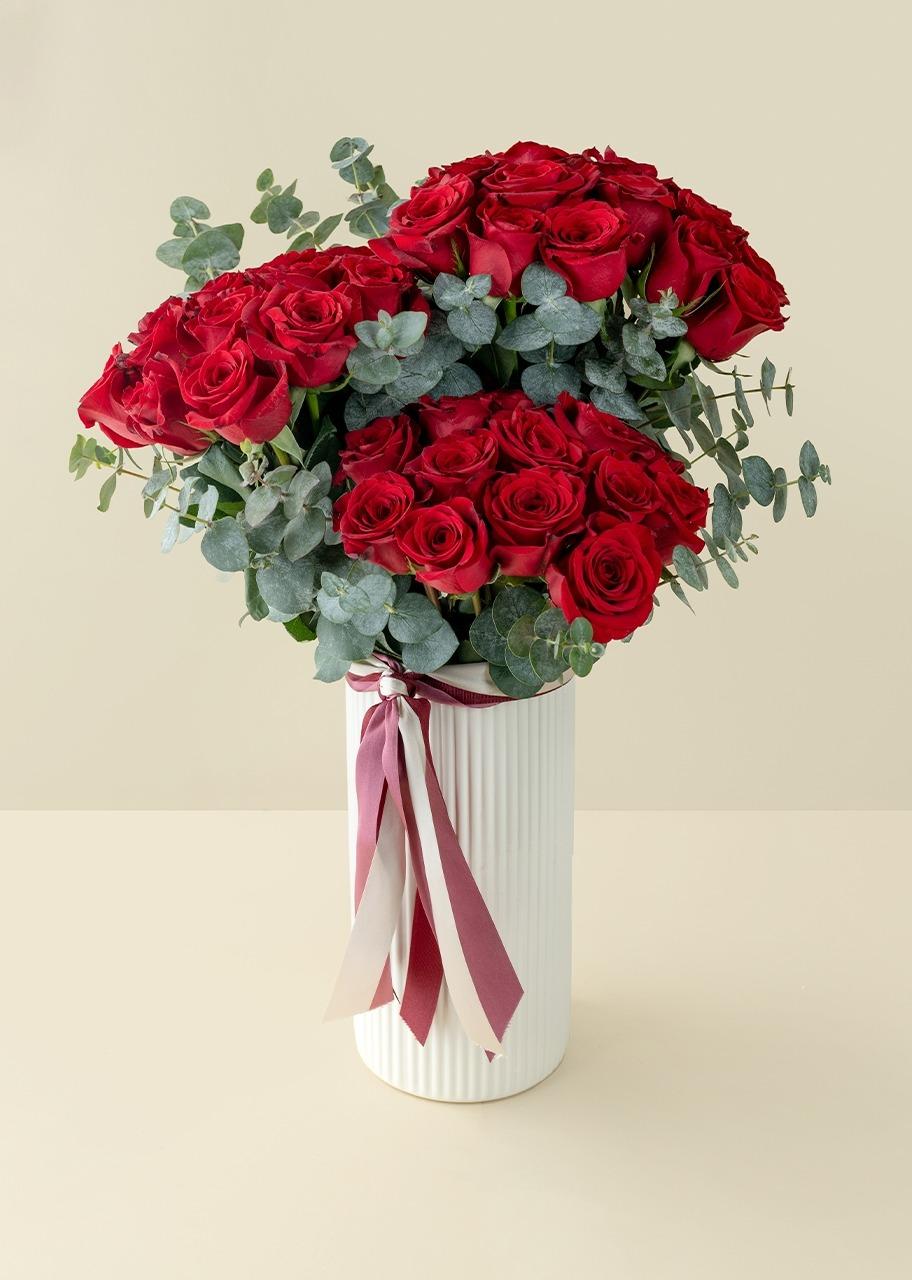 Imagen para 50 red roses in white vase - 1