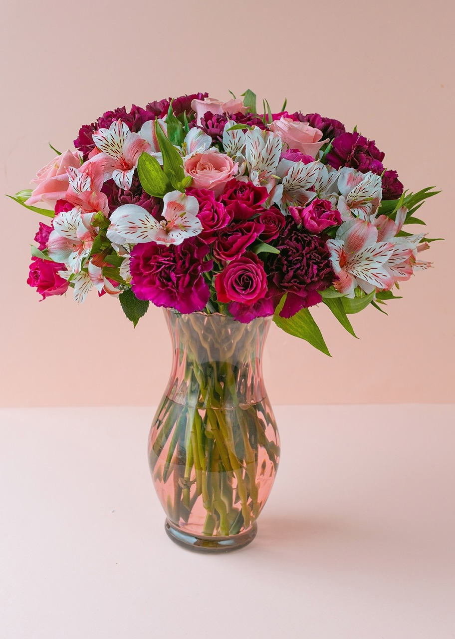Imagen para Pink roses and mini roses in vase - 1