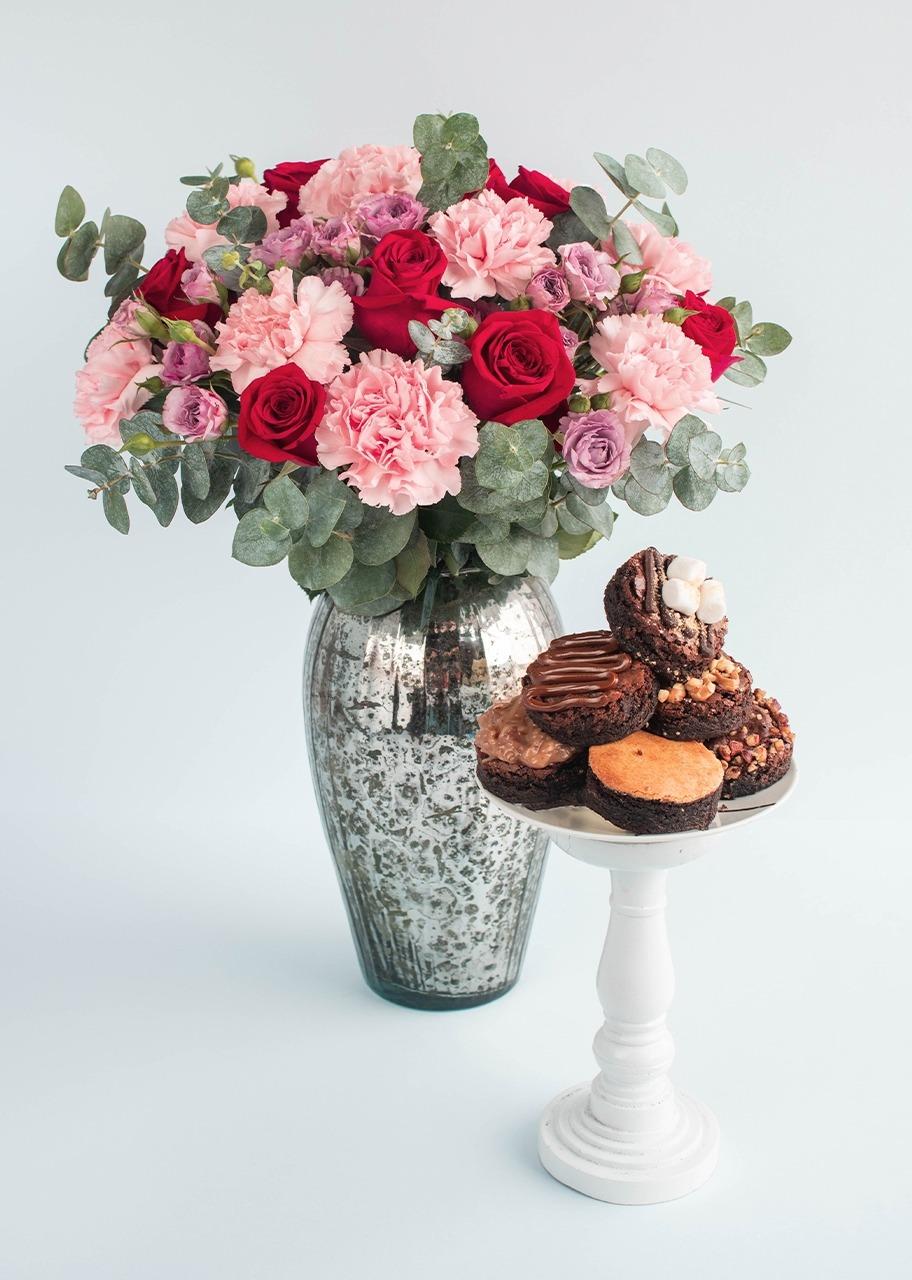 Imagen para Mini rosa y rosas en jarrón jaspeado con brownies - 1