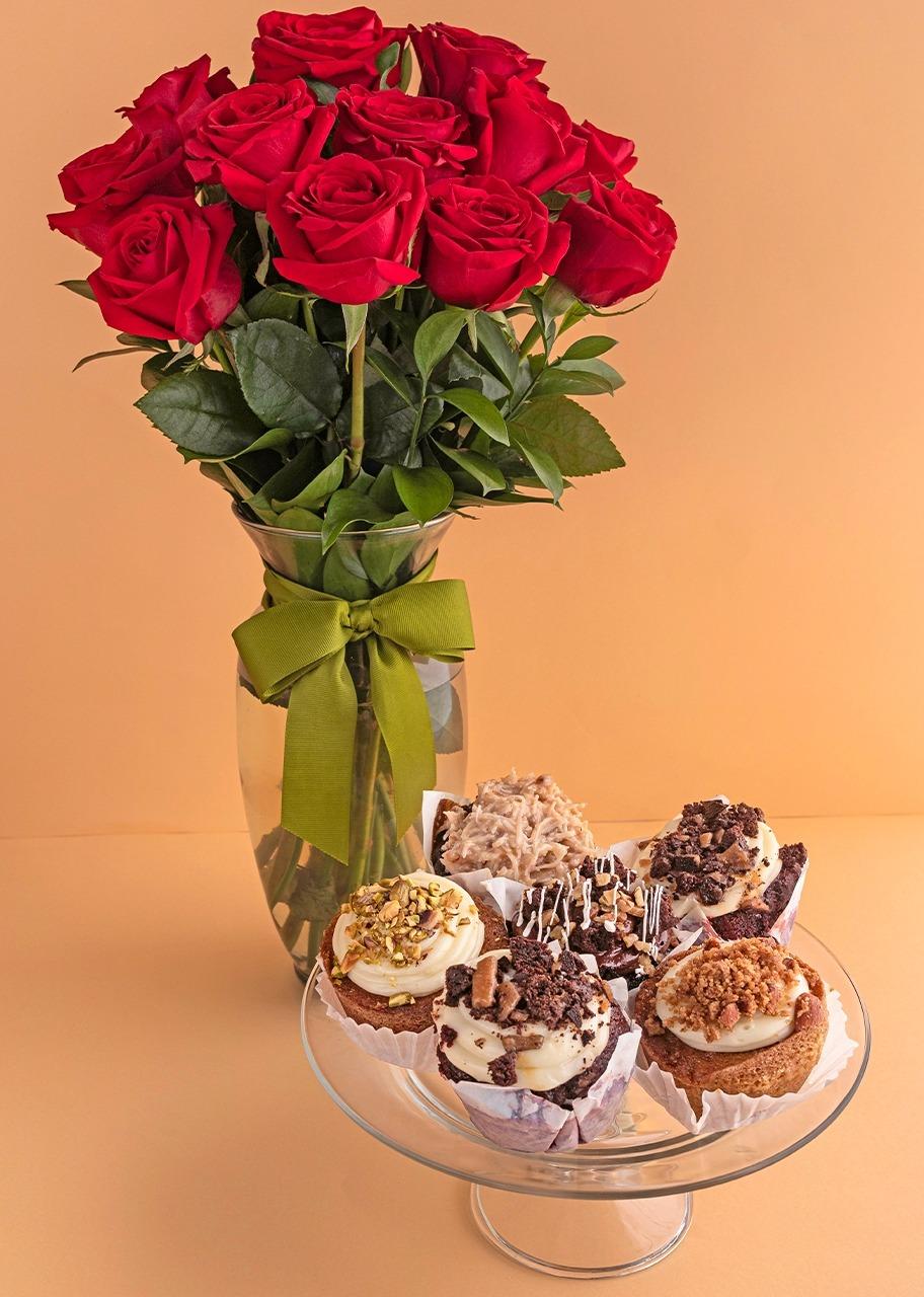Imagen para Clásico Amor con 12 Rosas Rojas y Muffins - 1