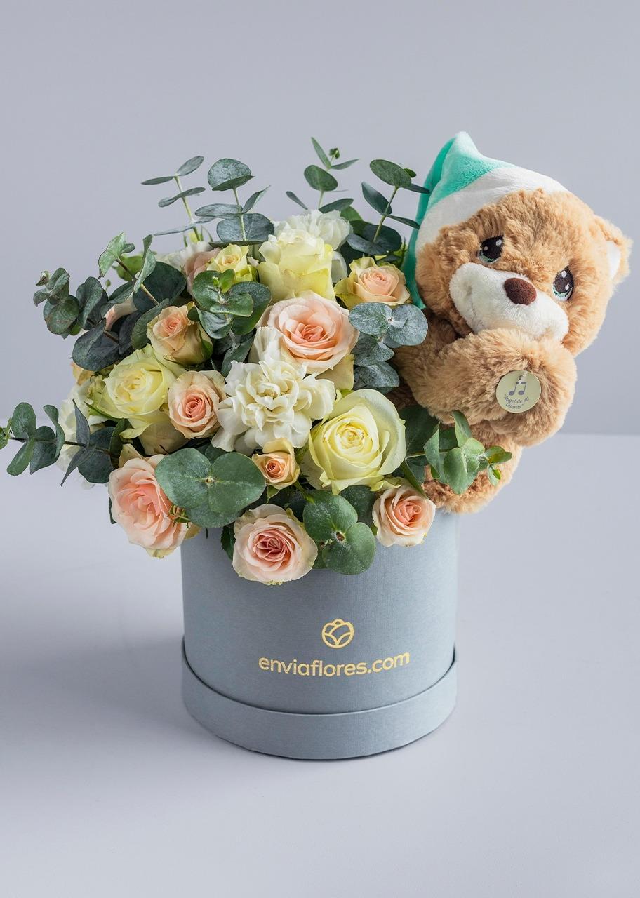 Imagen para Oso Rezador con rosas en caja - 1