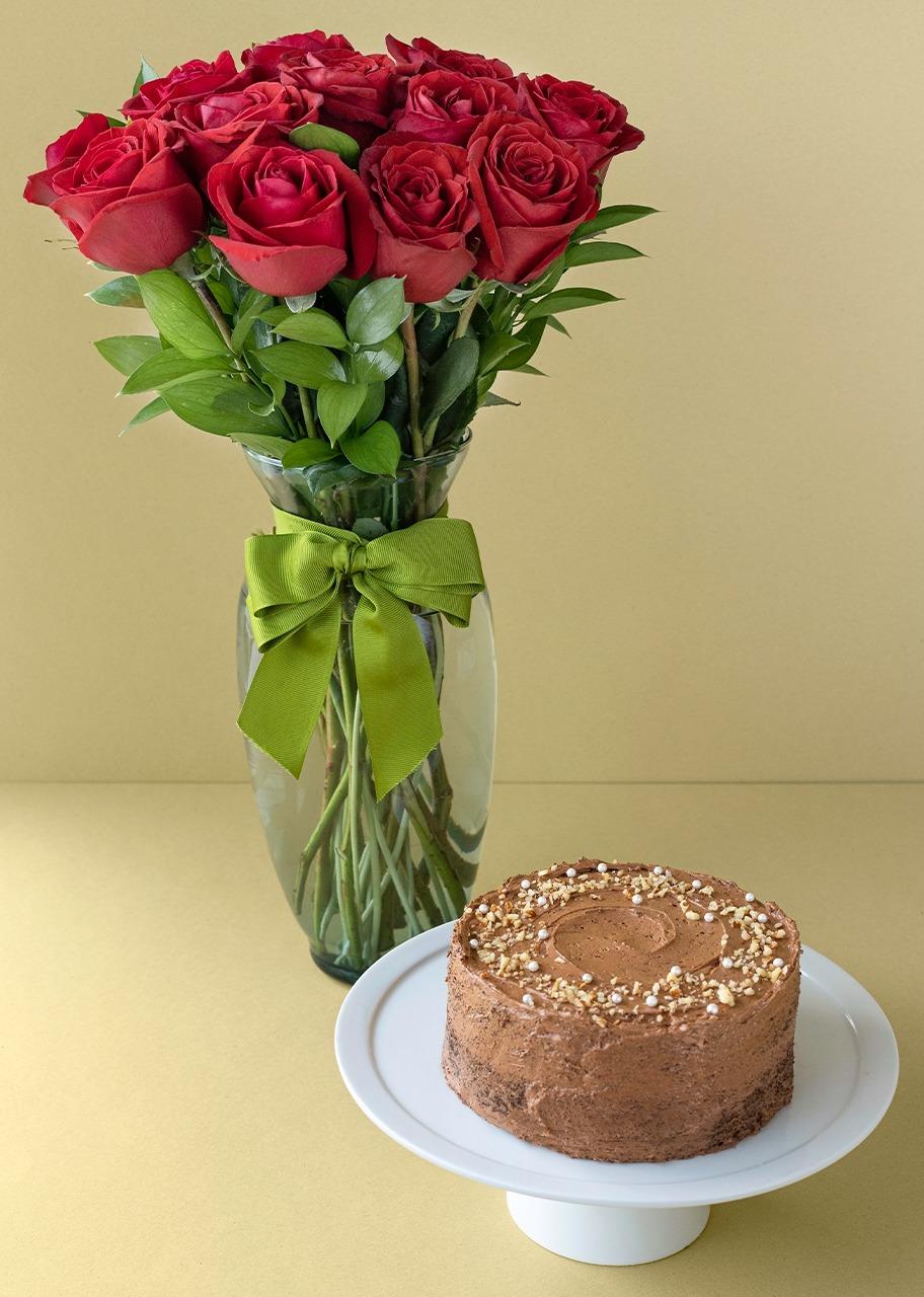 Imagen para Pastel Chocolate Mediano con 12 Rosas - 1