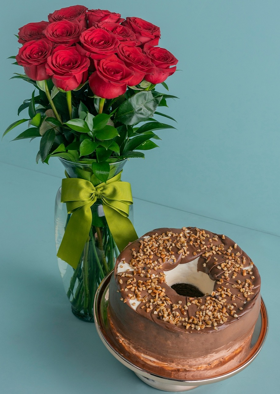Imagen para Milky Way Cake with 12 Red Roses - 1