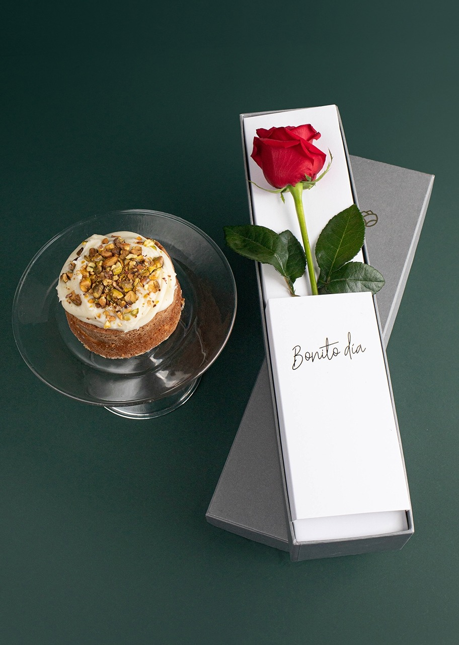 Imagen para Pastel Pistache Ind. La Divinata con Rosa Individual - 1