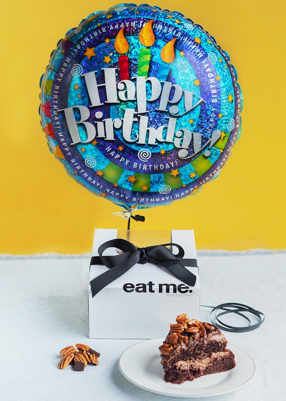 Imagen para Triple Chocolate Cake Small Size with Balloon - 1