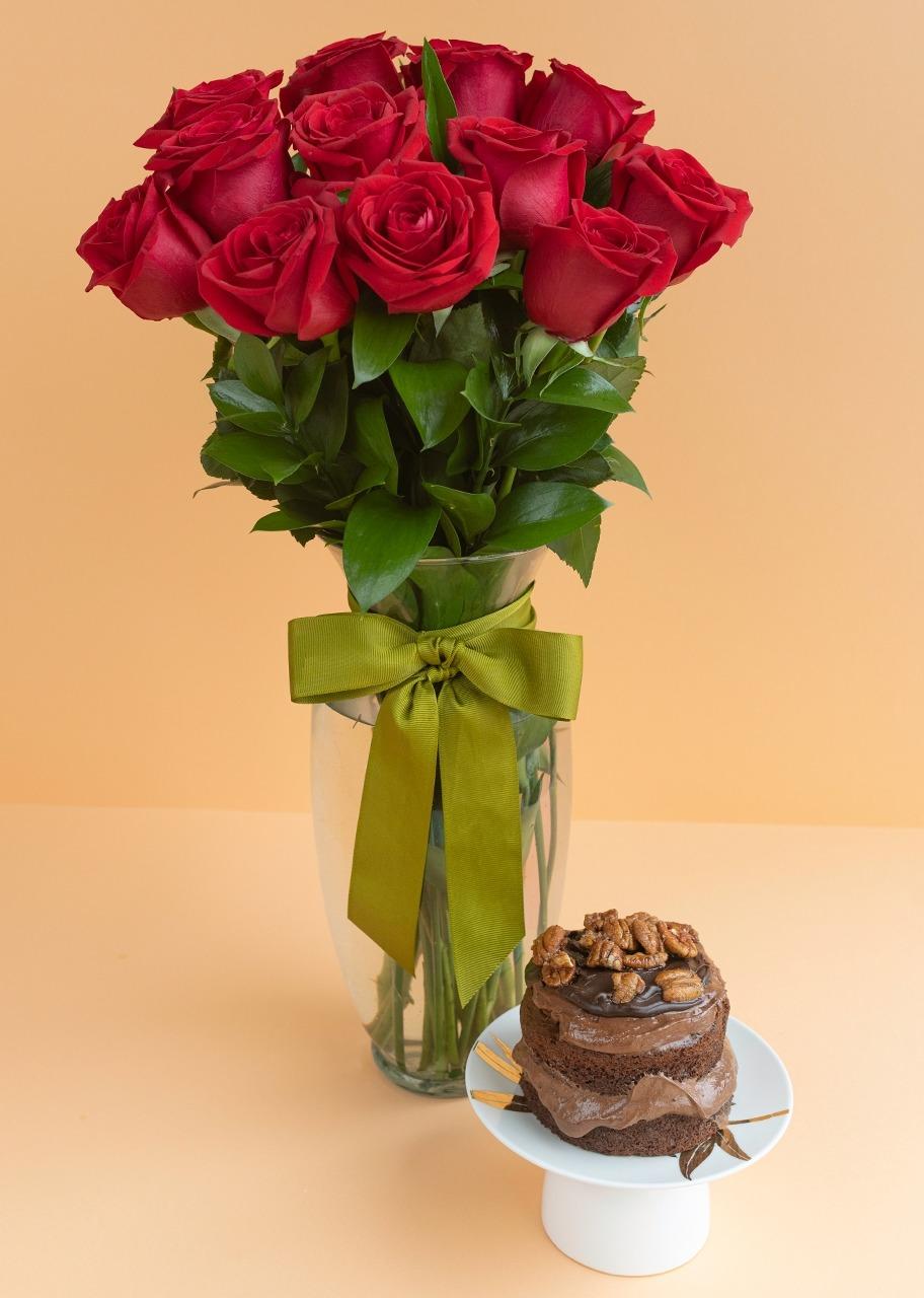 Imagen para Pastel Triple Chocolate Ind. con 12 Rosas Rojas - 1