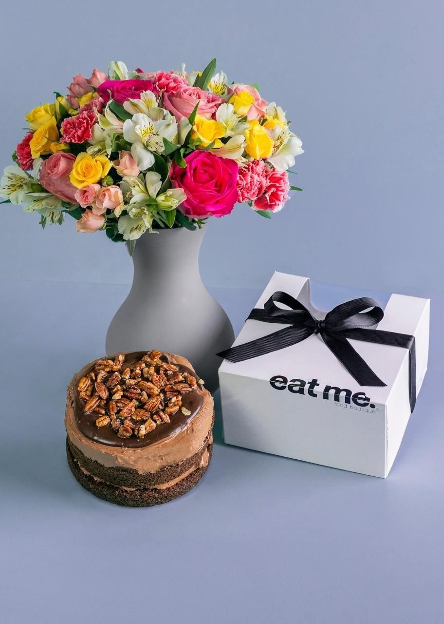 Imagen para Pastel Triple Chocolate con Arreglo floral - 1