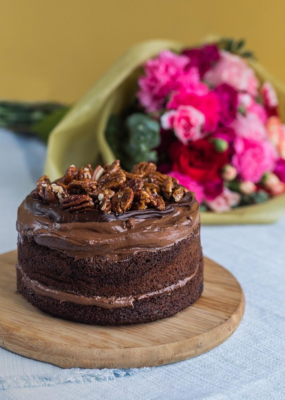 Imagen para Pastel Triple Chocolate con Ramo - 1