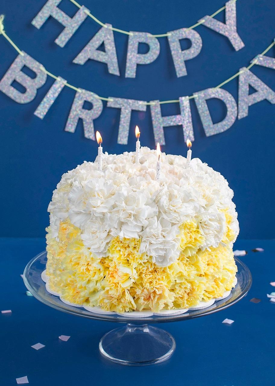 Imagen para Yellow Carnation Cake - 1