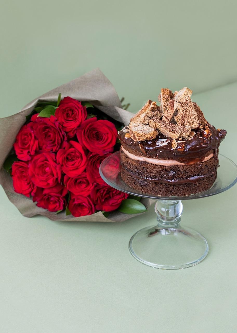 Imagen para Pastel de chocolate Baileys con 12 rosas rojas - 1