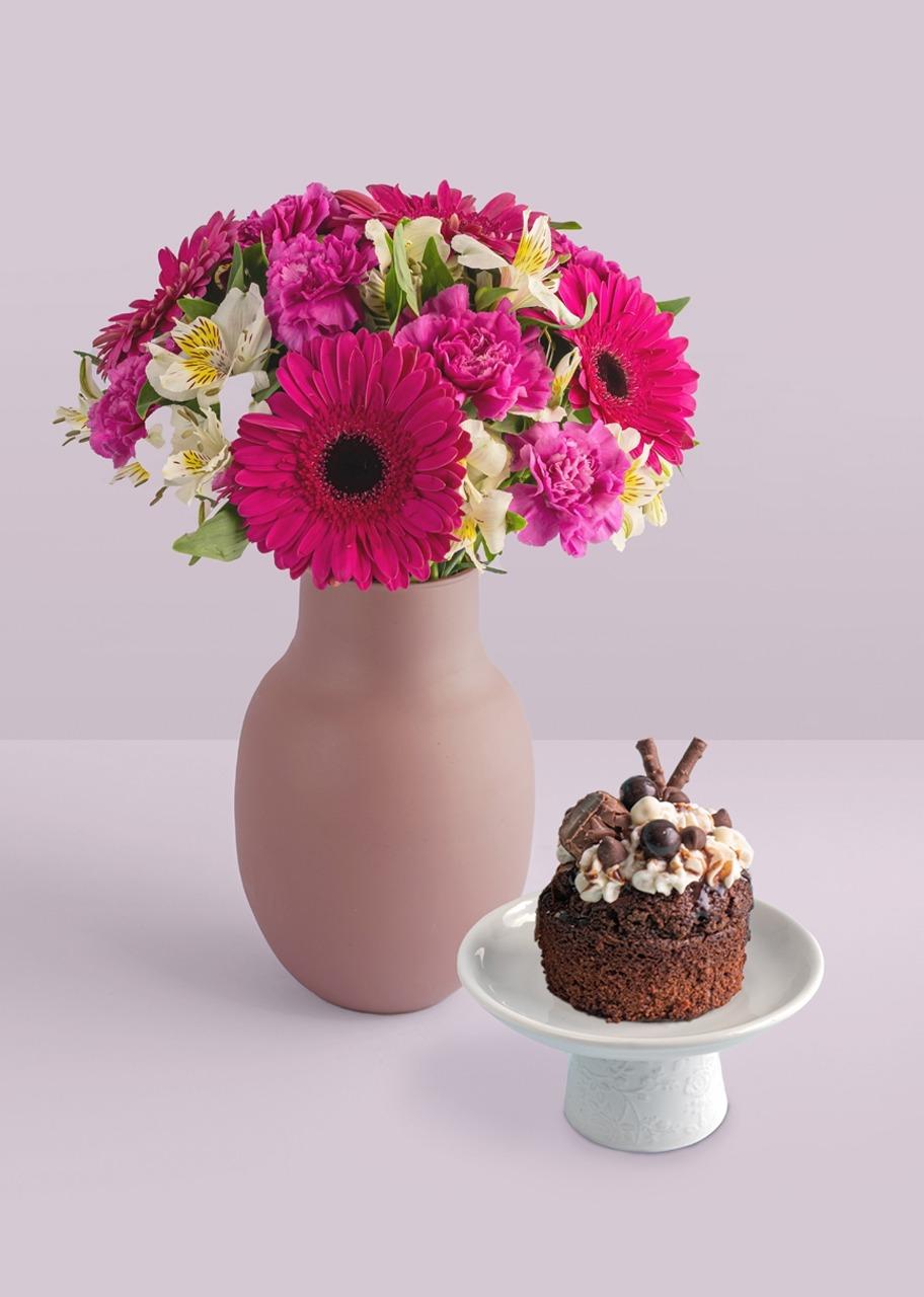 Imagen para Pastel de chocolate con claveles y gerberas - 1