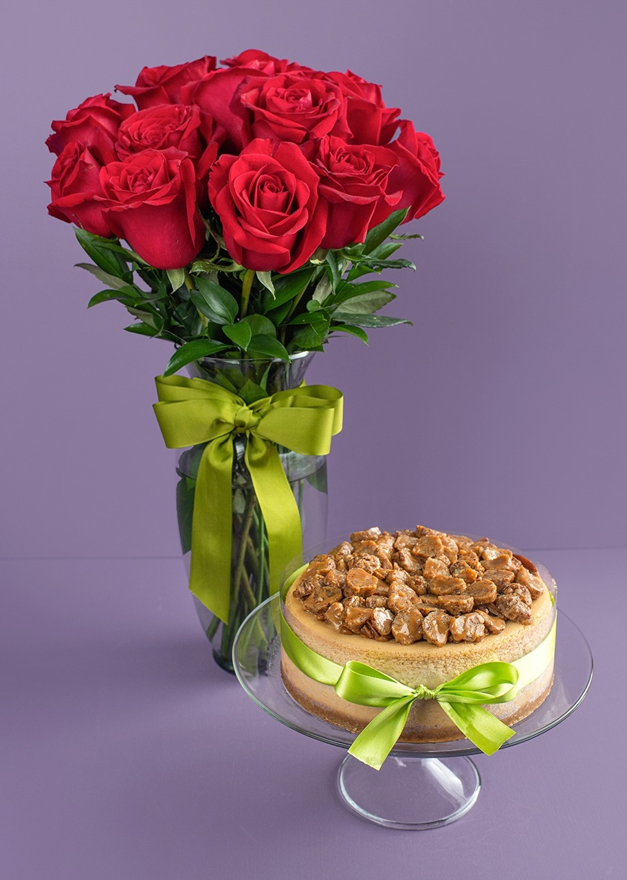 Imagen para Glorias Candy Cheesecake Pie with 12 Roses from La Divinata - 1