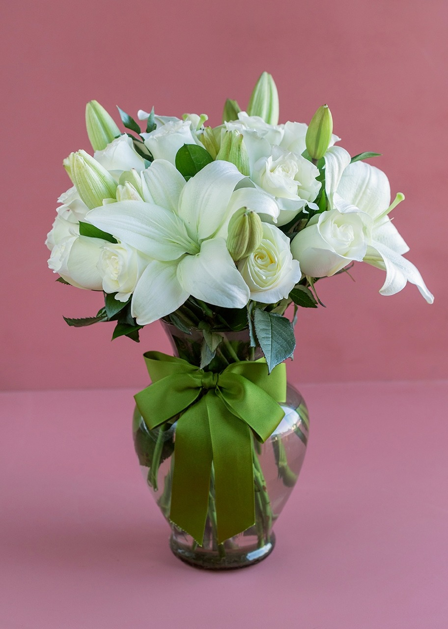 Imagen para Peace 24 white roses and lilys - 1