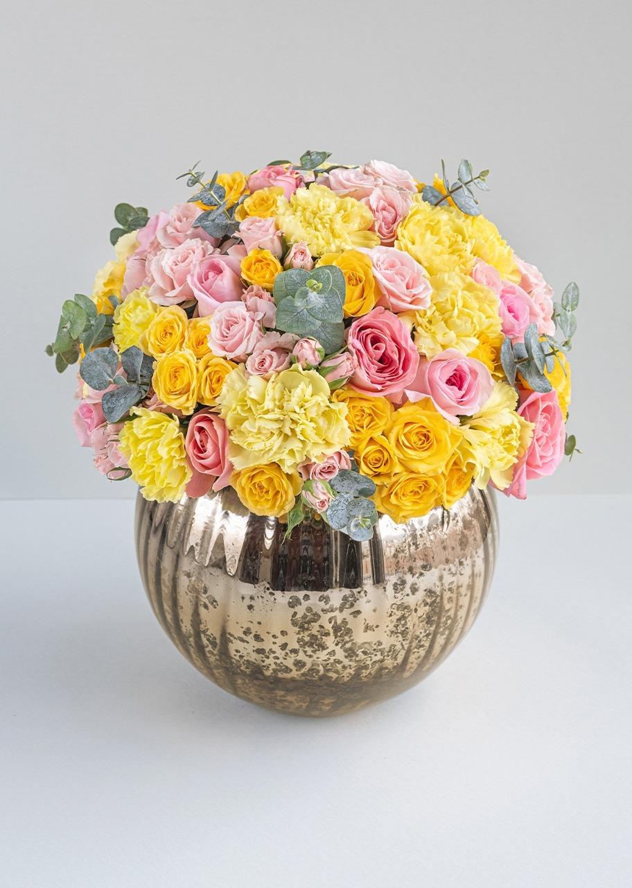 Imagen para Rosas rosas y mini rosas en base dorada - 1