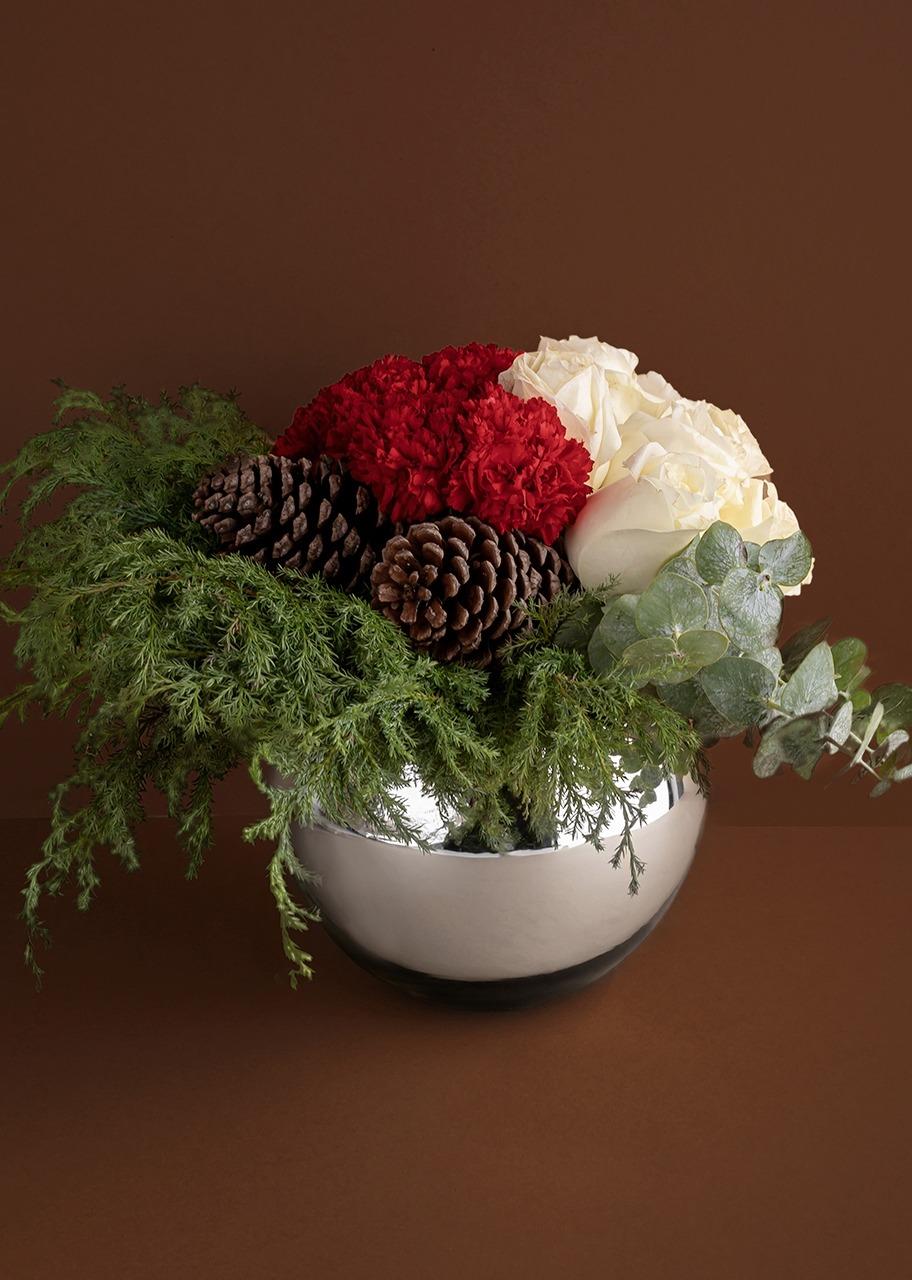 Imagen para Rosas blancas y claveles en pecera platinada - 1