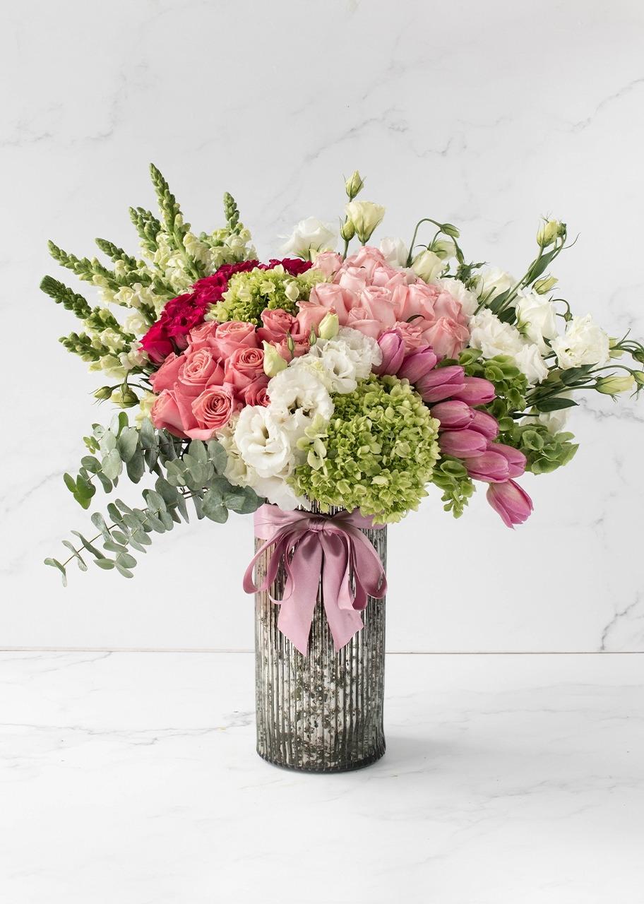 Imagen para Rosas y tulipanes en jarrón platinado - 1