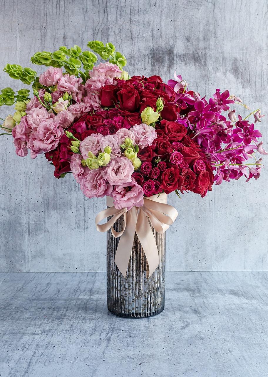 Imagen para 50 rosas rojas y orquídeas en jarrón platinado - 1