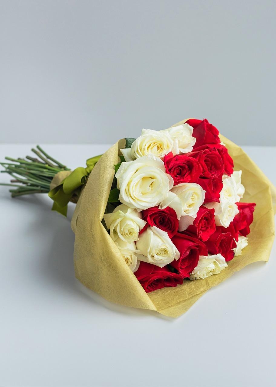 Imagen para Ramo de 24 Rosas Rojas y Blancas - 1