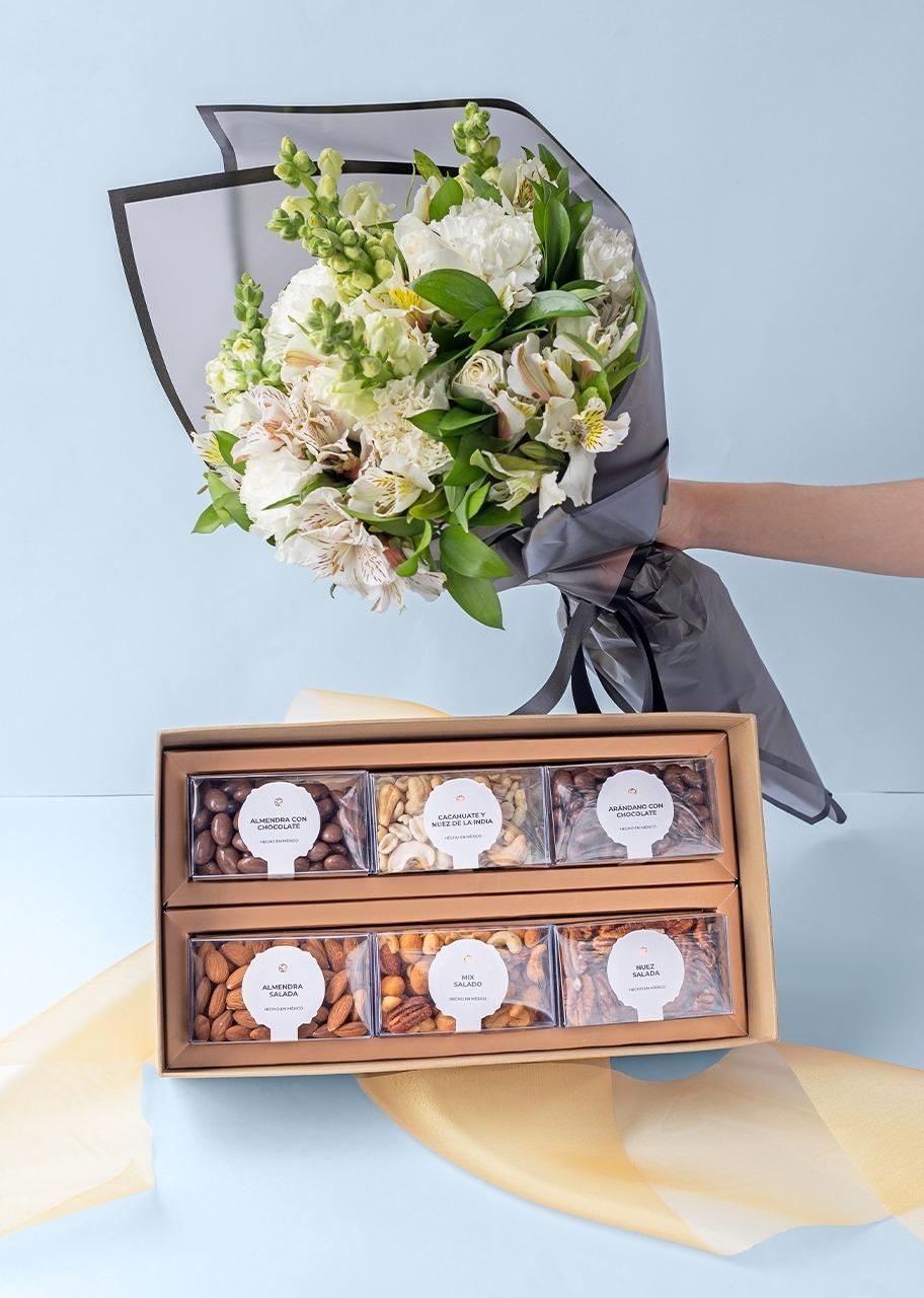 Imagen para Ramo de 6 Rosas Blancas con Margaritas y Regalo de Botanas - 1