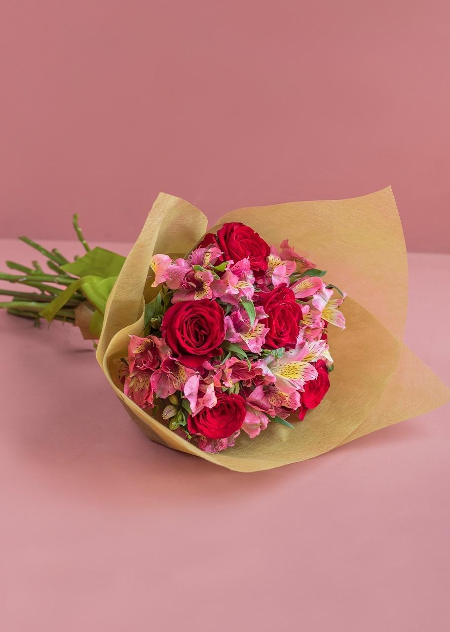 Imagen para Ramo de 6 Rosas con Alstroemerias - 1
